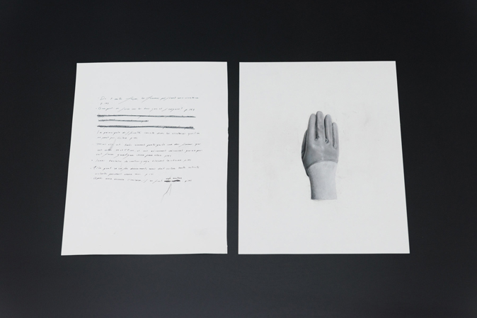"Sophie Jodoin, De toute façon, les femmes préfèrent une cicatrice, 2015, impression jet d'encre et carbone carbone sur page de livre / inkjet print and carbon on book page, 28 x 21 cm / 11 x 8.25"" et main gantée, 2015, pastel et fusain sur papier / pastel and charcoal on paper, 28 x 21.5 cm / 11 x 8.5"". Photo Paul Litherland"